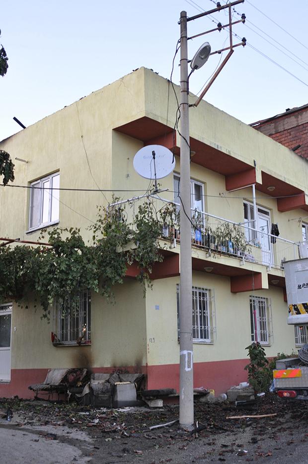 1 2120 - Komşusunun evindekiyangını gören kadın kalp krizi geçirerek öldü