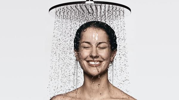 1 2355 - Duş Alırken Sıcak Ve Soğuk Suyun Vücuttaki Farklı Etkileri