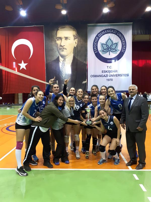 1 2395 - PAÜ Kadın Voleybol Takımı Büyük Başarıya İmza Attı