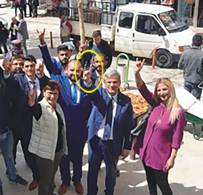 1 3247 - AK Partili Acıpayam Belediye Başkanı'ndan İkinci Kez Bozkurt İşareti