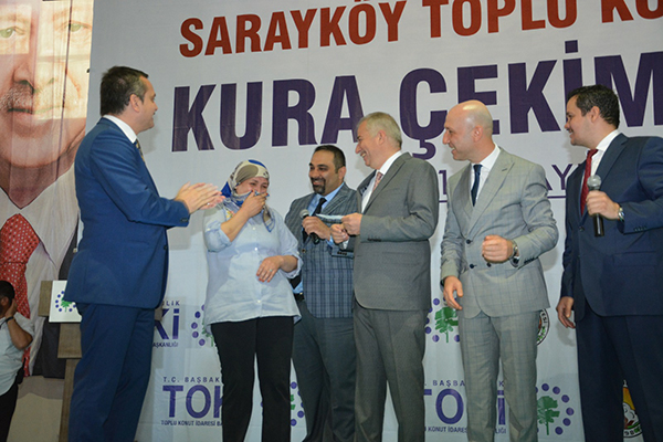 1 3491 - Sarayköy'de Yüzlerce Kişi Ev Sahibi Oldu