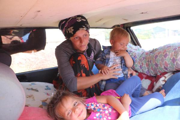 1 3537 - Kalacak yerleri olmayan aile otomobilde yaşıyor