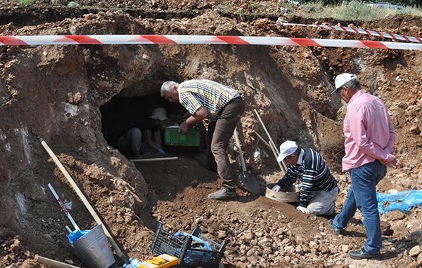 1 3613 - Temel kazısından Bizans mezarı çıktı