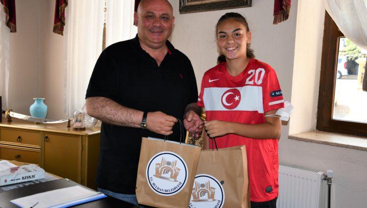 1 4050 740x420 - Belediye Başkanı Şevik'ten, Milli futbolcu Sıla'ya destek