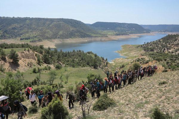 """13 24 - DOSEV ve TEV Öğrencileri'nden """"Ulusal Egemenlik"""" yürüyüşü"""