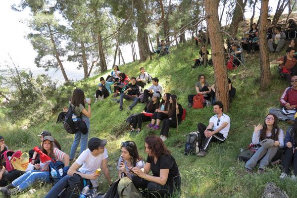 """18 6 - DOSEV ve TEV Öğrencileri'nden """"Ulusal Egemenlik"""" yürüyüşü"""