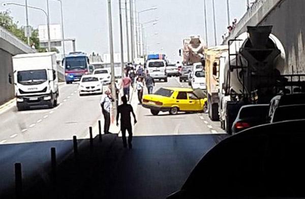 2 2266 - Köprülü kavşakta zincirleme kaza: 2 yaralı