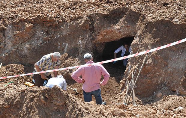 2 2355 - Temel kazısından Bizans mezarı çıktı