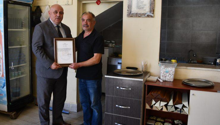 Başkan Şevik'ten, kurallara uyan kahvehanelere teşekkür belgesi