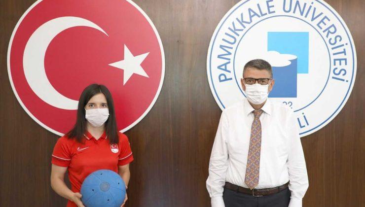 Golbol Kadın Milli Takımı sporcularından Şeydanur'a üniversiteden tebrik