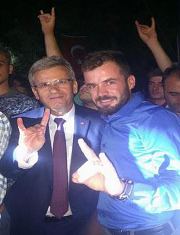 20910 1 - AK Partili Acıpayam Belediye Başkanı'ndan İkinci Kez Bozkurt İşareti