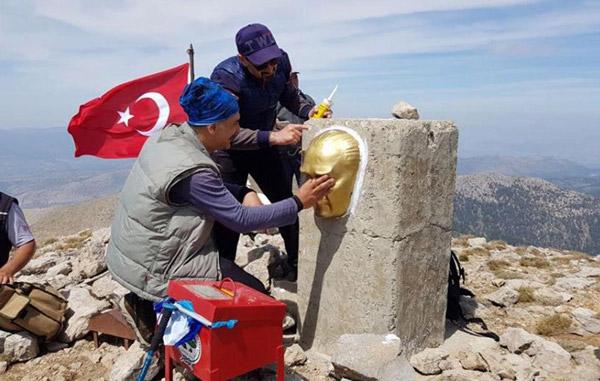 222 29 - Akdağ'ın zirvesine Atatürk büstü