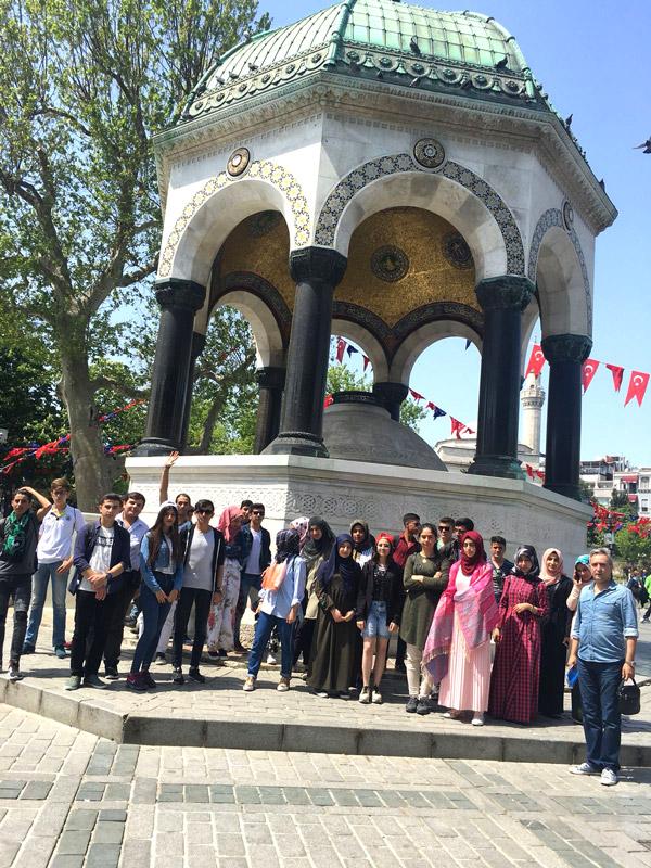 3 1266 - Başkan Özbaş'tan gençlere jest
