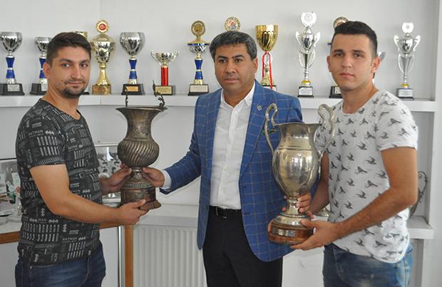 3 1407 - Denizlispor'un kayıp kupaları evine döndü