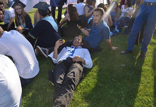 3 455 - PAÜ'nün mezuniyet töreninde sıcak hava bunalttı