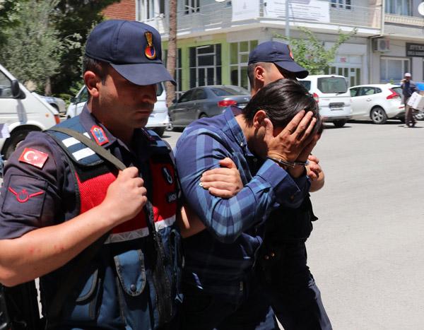 300 bin liralik ari kovani hirsizlari yakalandi 4957 dhaphoto4 - 300 bin liralık arı kovanı hırsızları yakalandı