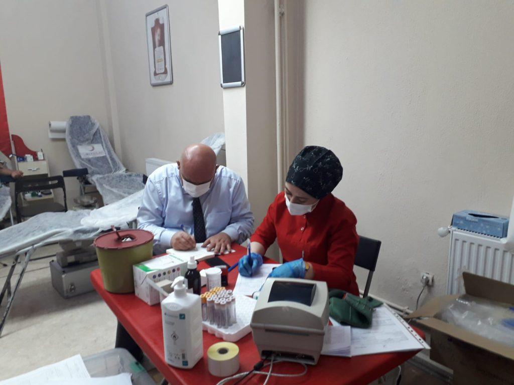 30f81ea3 70e3 4914 ab19 b67415342413 1024x768 - Başkan Şevik, Kızılay'a kan bağışında bulundu