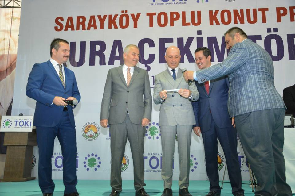 32692553 10156414020424214 7144064002472017920 n - Sarayköy'de Yüzlerce Kişi Ev Sahibi Oldu