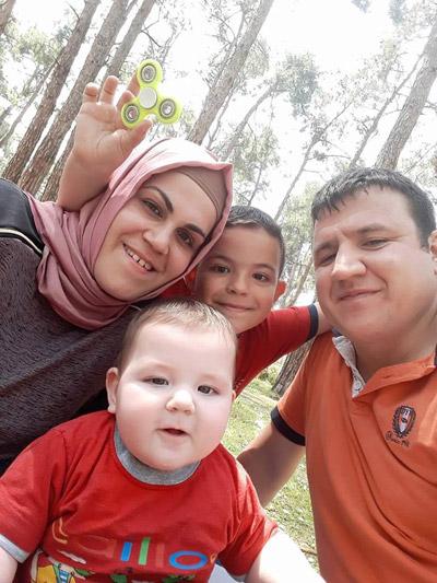 4 558 - İkizler Annelerinin Kollarında Toprağa Verildi