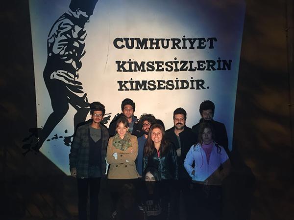 45 ogrenci el ele verip 1 - PAÜ'lü Öğrencilerden Alkışlanacak Hareket