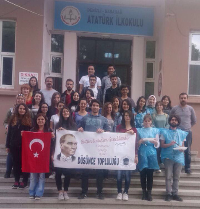 45 ogrenci el ele verip 3 - PAÜ'lü Öğrencilerden Alkışlanacak Hareket
