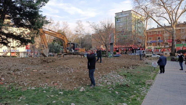 Kocaeli'de tehlike arz eden Tekel Duvarı yıkıldı