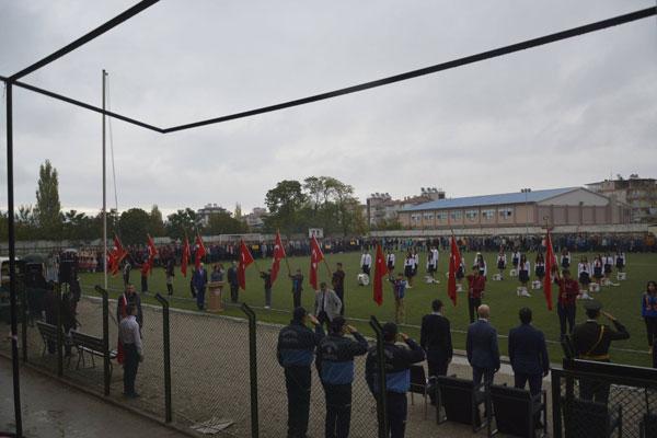 55 5 - Sarayköy 29 Ekim Kutlamalarında Protokolden Anlamlı Jest