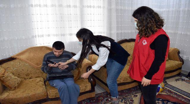 Mardin'de görme engelilere beyaz baston hediye edildi