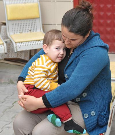 6 203 - İkizler Annelerinin Kollarında Toprağa Verildi