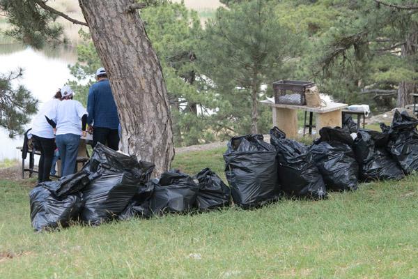 7 132 - Minik Elleriyle Çöp Topladılar