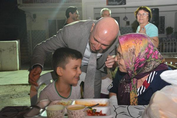 70279372 10157581981214214 2323421374053351424 o - Sarayköy Belediyesi Alevî-Bektaşî vatandaşlar için iftar yemeği verdi