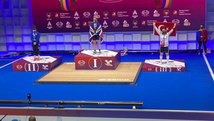 Kocaeli Kağıtspor'un millisi Berfin bronz madalya ile dönüyor