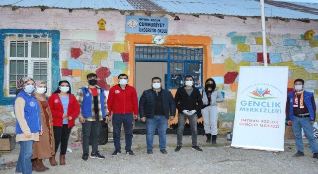 Batman'da gönüllü gençlik köy okullarını onarıyor