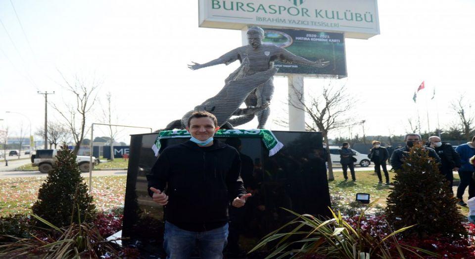 Bursaspor'da Batalla'nın heykeli dikildi