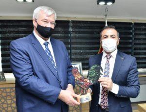 UKRAYNA BÜYÜKELÇİSİ'NE HOROZU ÖĞRETTİK