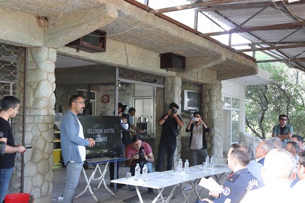 IMG 8024 - Turizm Bakanı Ersoy Sillyon Antik Kentinde İncelemelerde Bulundu