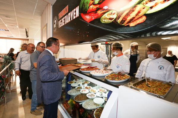 PAU 0099 - PAÜ Merkez Yemekhanesi'nde 'Turuncu Vejetaryen' Açıldı