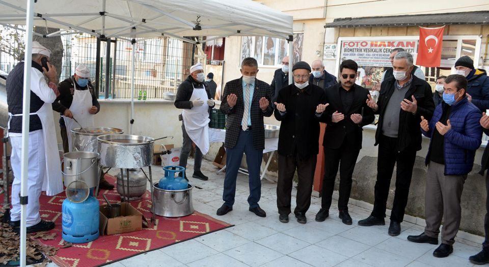 Merhum Esnaf Başkanı Usta'ya 40 lokması