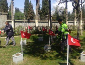 İzmir Bergama'da şehitlikler 18 Mart'a hazır