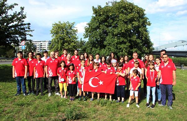 a 83 - PEV'li Öğrencilerin Avrupa Başarısı
