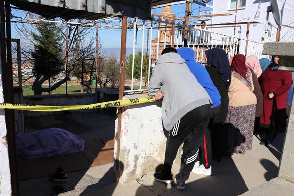 ablasini ziyarete gitti merdivenden dusup oldu 7846 dhaphoto1 - ABLASINI ZİYARETE GİTTİ, MERDİVENDEN DÜŞÜP, ÖLDÜ