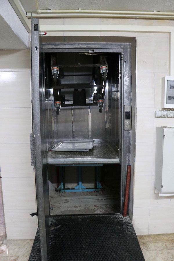 asansorun icinde uzerine tepsi dolabi devrilen cocuk oldu ek fotograf 1635 dhaphoto1 - 15 YAŞINDAKİ ÇOCUK İŞÇİ FECİ ŞEKİLDE HAYATINI KAYBETTİ!