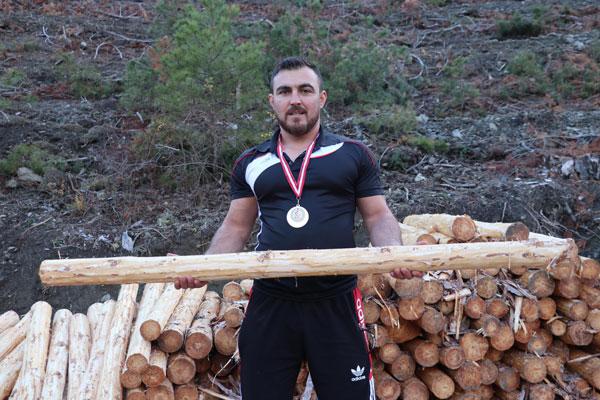 bacagini kaybetmesine yol acan tomrukla turkiye sampiyonu oldu 8508 dhaphoto3 - Bacağını Kaybetmesine Yol Açan Tomrukla, Türkiye Şampiyonu Oldu