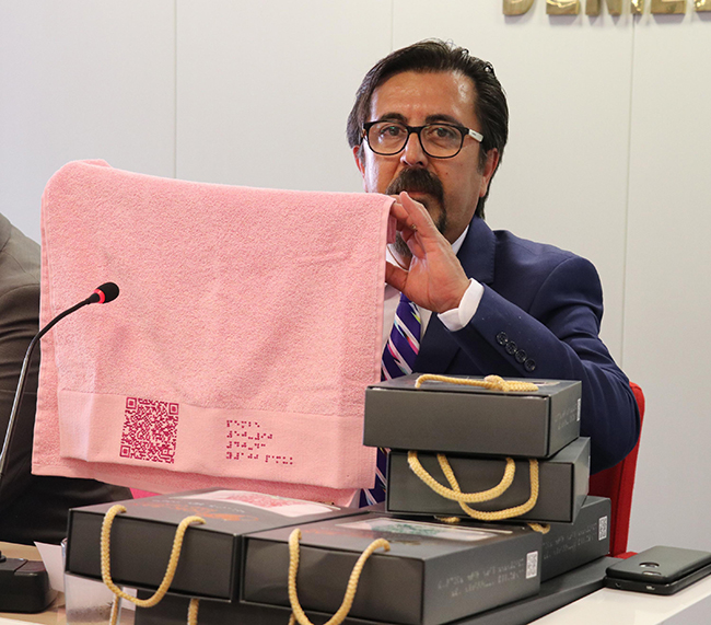 braille alfabeli havlu bornoz ve nevresim uretildi 6004 dhaphoto2 - Denizlili Tekstil Firmasından Dünyada Bir İlk