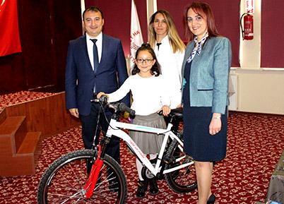 Dünya Diyabet Günü'nde Çocuklara Bisiklet Hediyesi