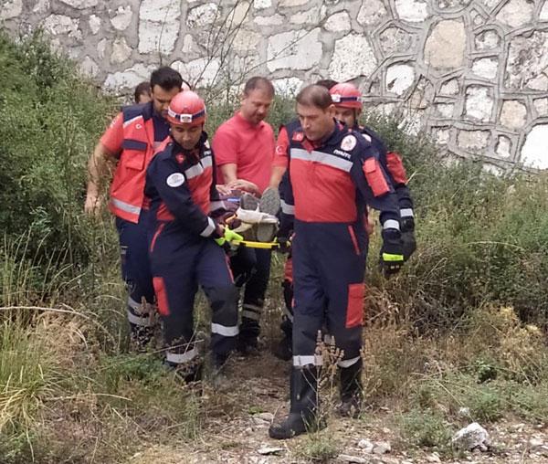 dagda yuruyus yaparken 6 metreden dustu itfaiye kurtardi 5843 dhaphoto2 - Dağda yürüyüş yaparken 6 metreden düştü, itfaiye kurtardı