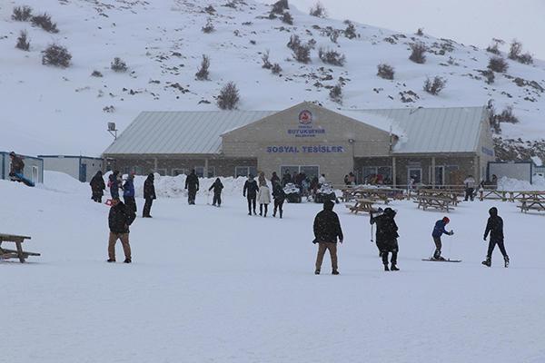 denizli kayak merkezine ziyaretci akini 8966 dhaphoto4 - Denizli Kayak Merkezi'ne ziyaretçi akını
