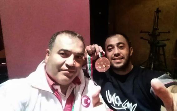 denizlili ahmet bilek guresinde dunya sampiyonu 5894 dhaphoto2 - Denizlili Ahmet bilek güreşinde dünya şampiyonu
