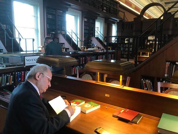 denizlili yasardan buyuk basari foto 1 - Denizlili yazardan ABD Kongre Kitaplığı'na 3 kitap daha