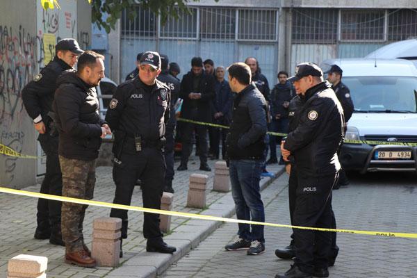 ev arkadasi 2 kisiyi oldurup polise teslim oldu 2506 dhaphoto1 - Ev Arkadaşı 2 Kişiyi Öldürüp, Polise Teslim Oldu
